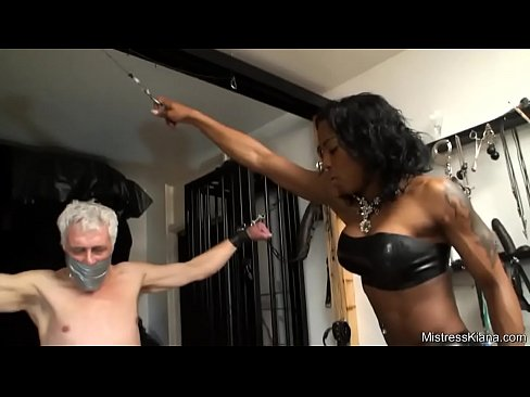 Mistress Kiana Ballbusting Kicks – Ayacum.com